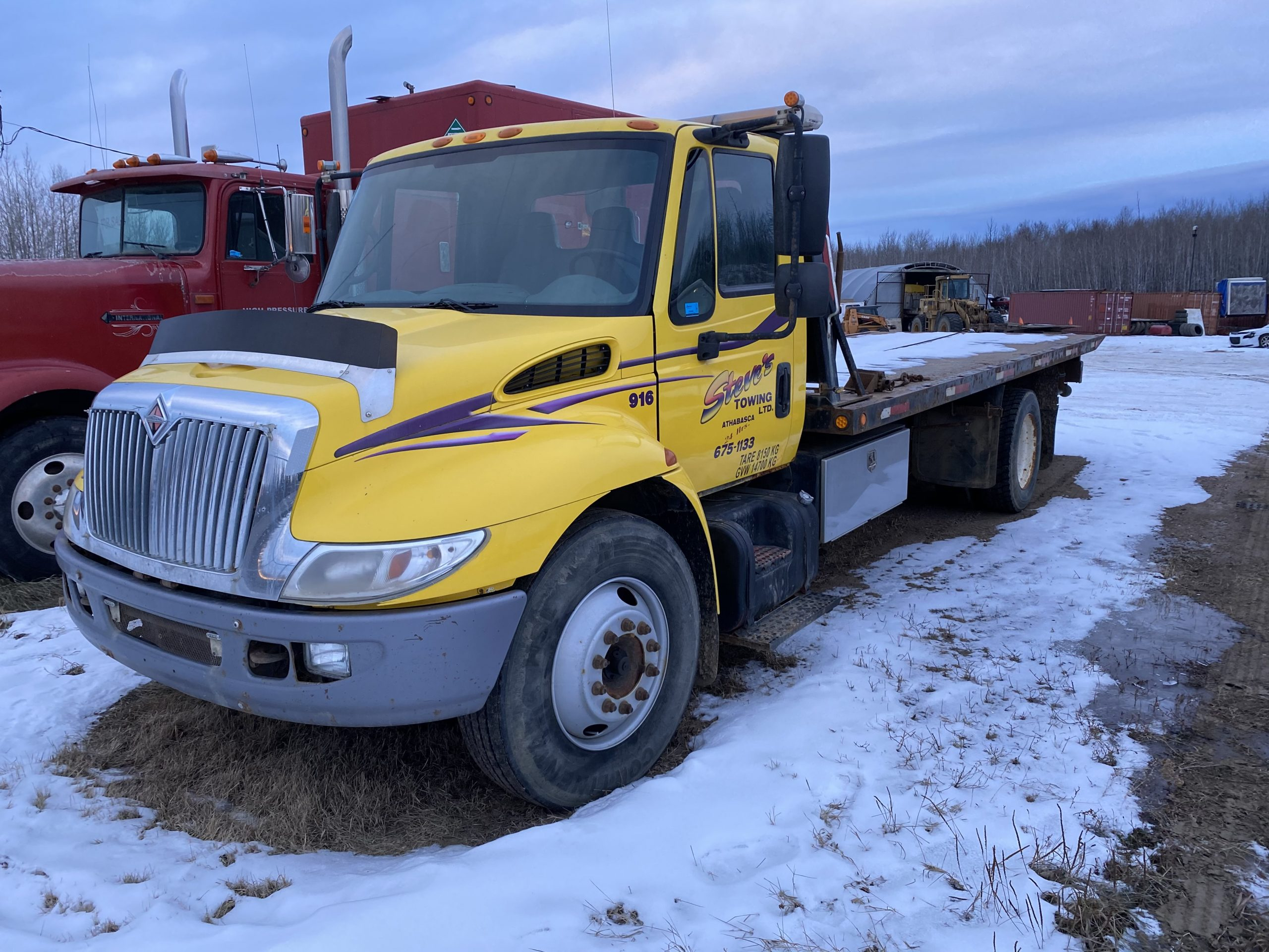 2002 INTERNATIONAL 4700 W/ 22′ CENTURY CARRIER –  CONSIGNMENT