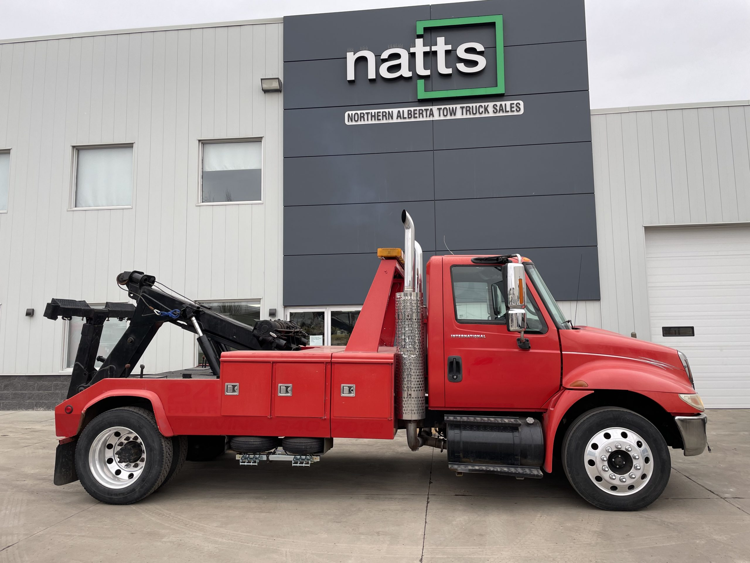 2002 INTERNATIONAL 4300 W/ CENTURY EB4 – STOCK#2586
